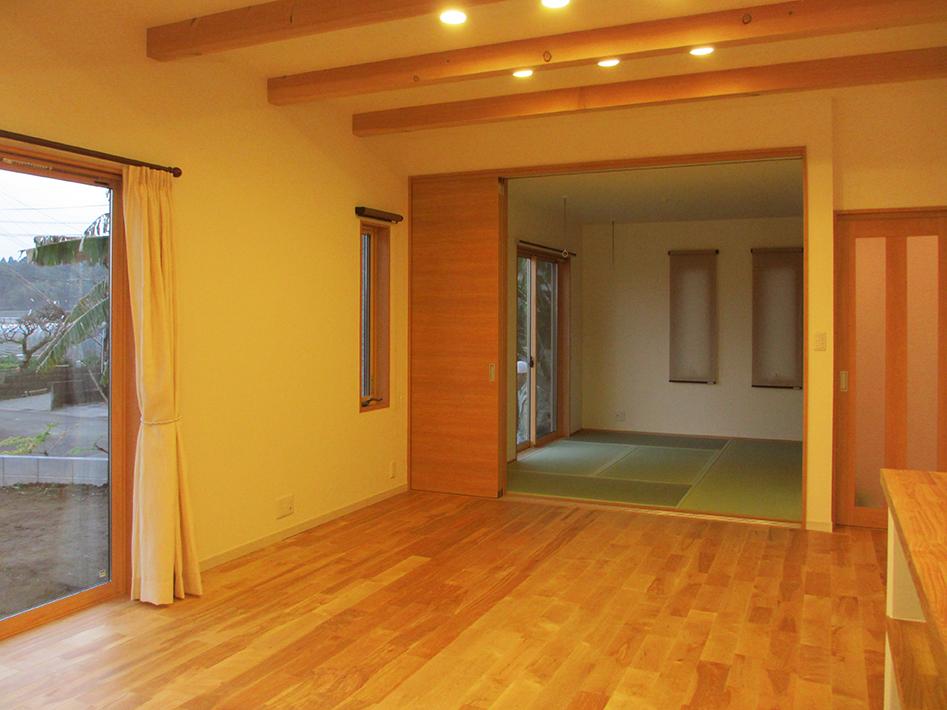 リビングとつながった6畳の和室は家族みんなで寝る寝室です。