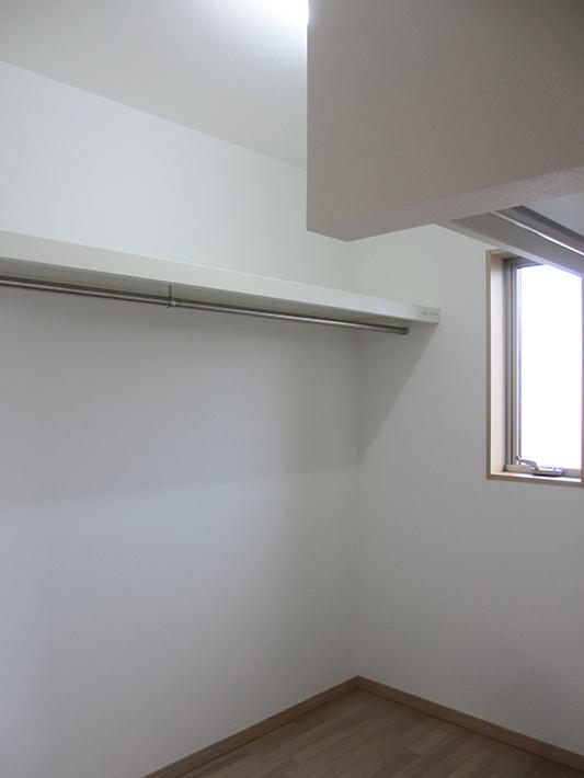 寝室にもウォークインクローゼットを設けました。