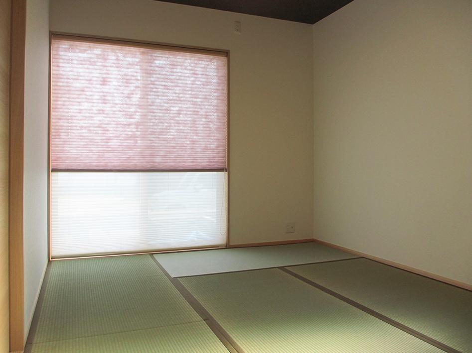和紙のシェードから柔らかい光がはいってきます。