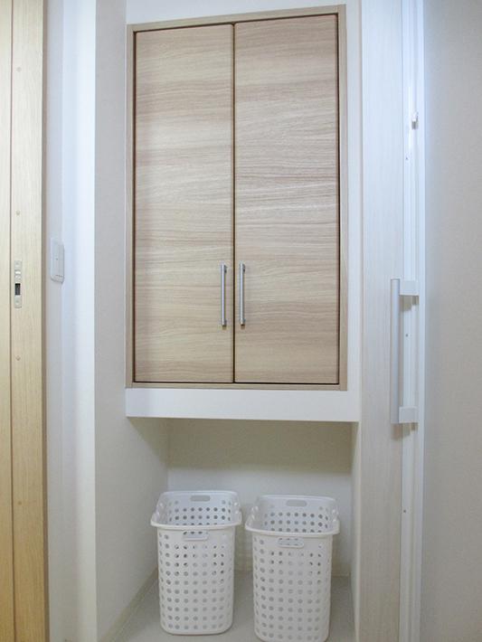 脱衣室は約1畳とコンパクト。
