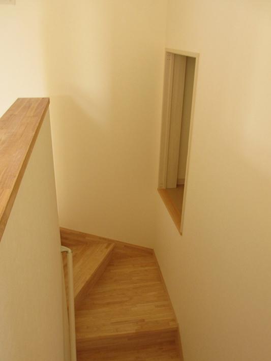 階段の一部も収納に利用。