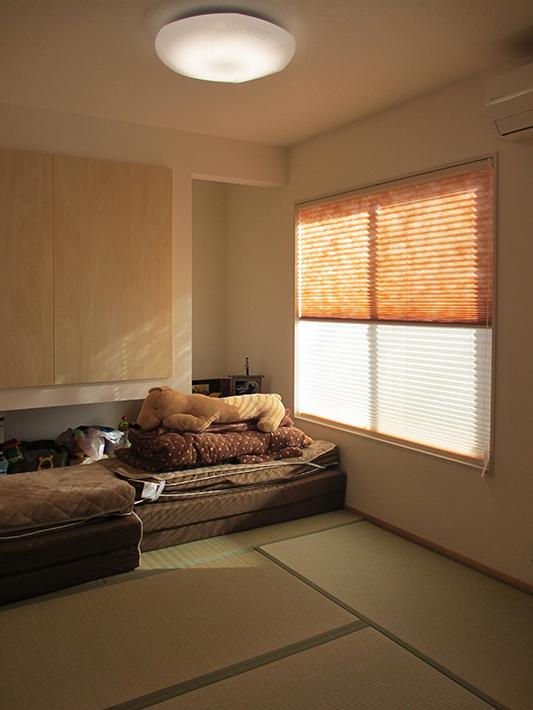 4.5畳の和室は押入れを吊収納にして、広く使えるように。