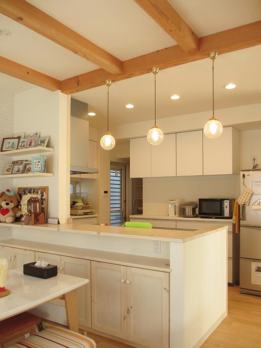 キッチンはホワイトで統一したフレンチ風。