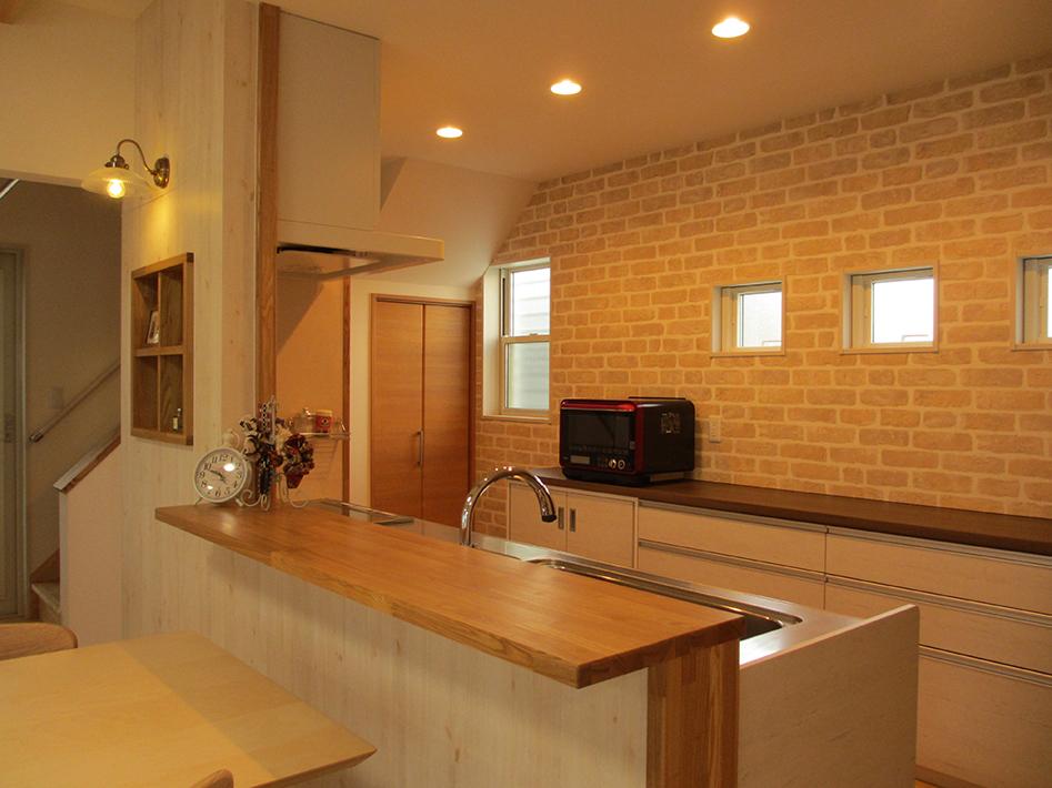 家電製品はできるだけしまって、すっきり見えるキッチン。
