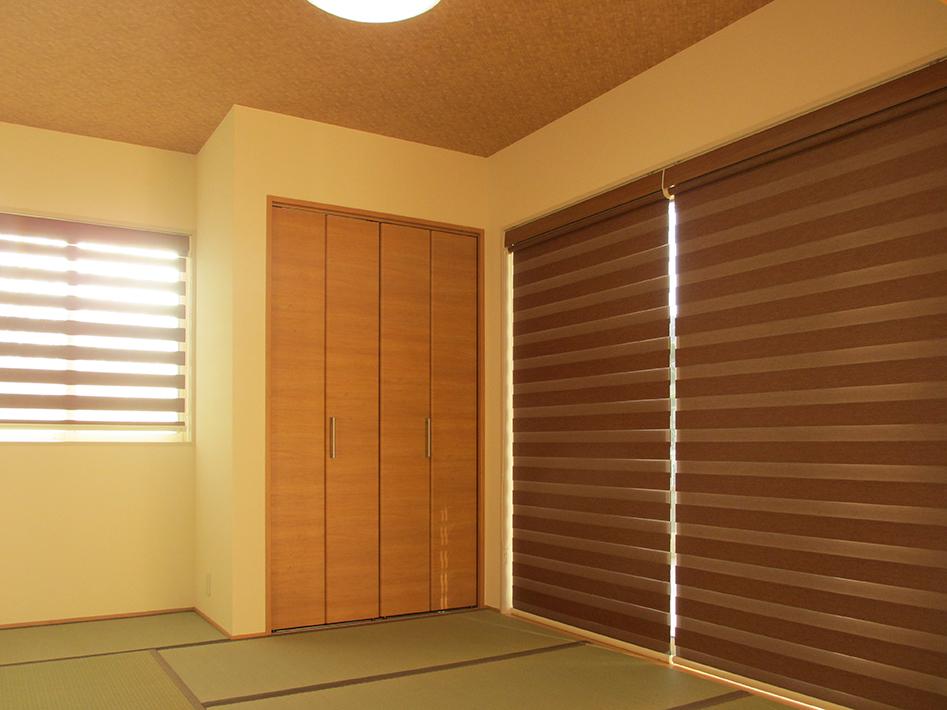 リビングに隣接した和室には押入れ以外にクローゼットも。