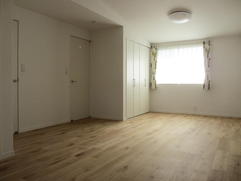 子供室も空間をいっぱい生かした勾配天井。