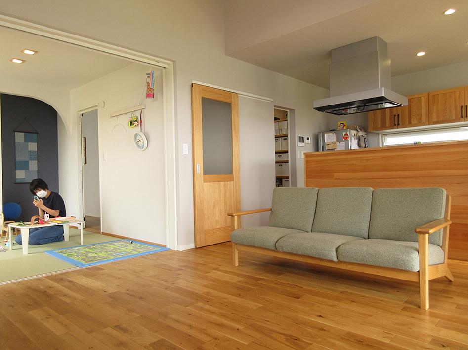 和室には廊下からも入ることができるので、来客時にもリビングを通らず入れて便利。