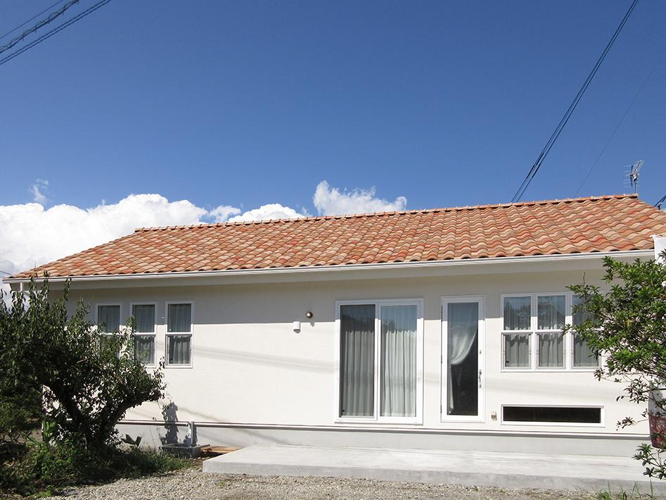 屋根にプロファンス風の三州瓦を使用。