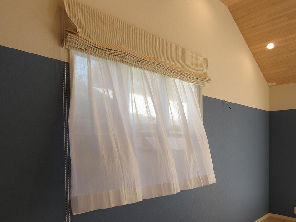 各お部屋のカーテンは正工務店からご提案した自然素材製。