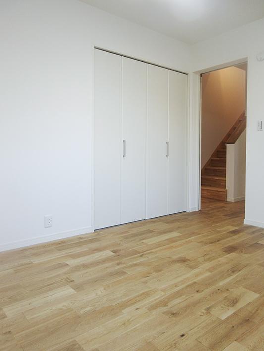 6.5畳の寝室はリビングから出てすぐ。