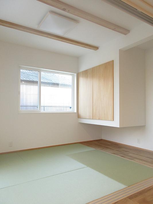 4.5畳の和室は、収納を浮かせると6畳の広さに。