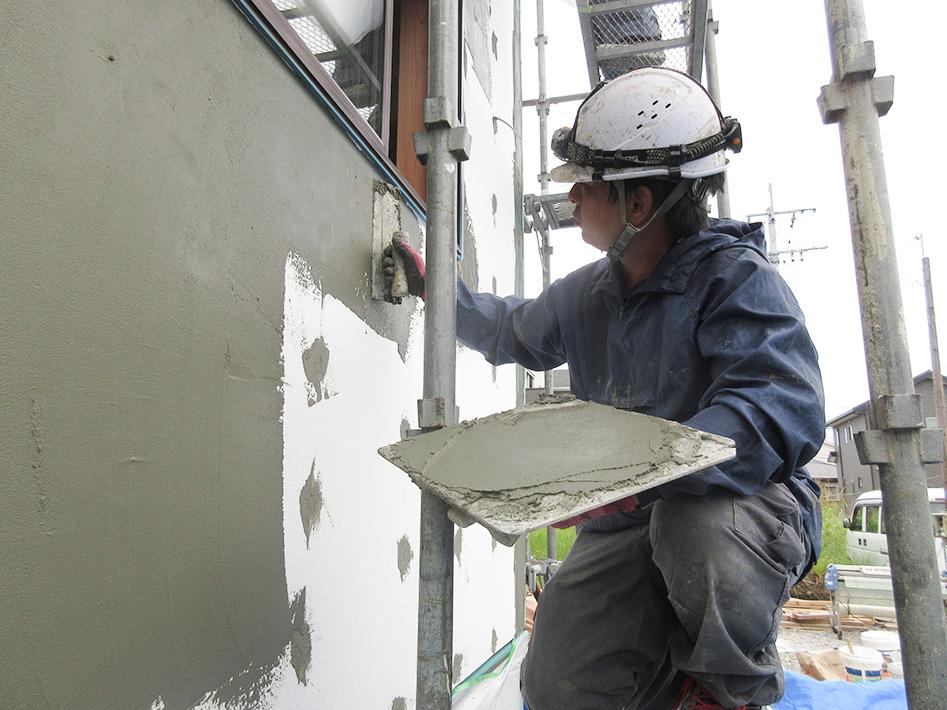 下塗り、メッシュ、プライマー、上塗りと4工程を経て完成です。